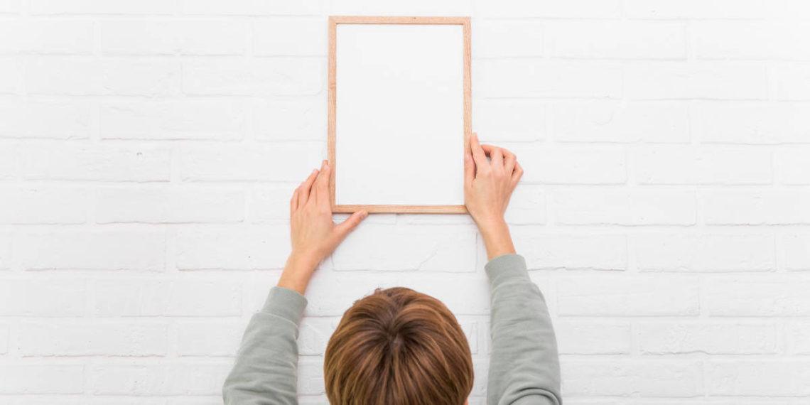 Come appendere oggetti senza bucare il muro